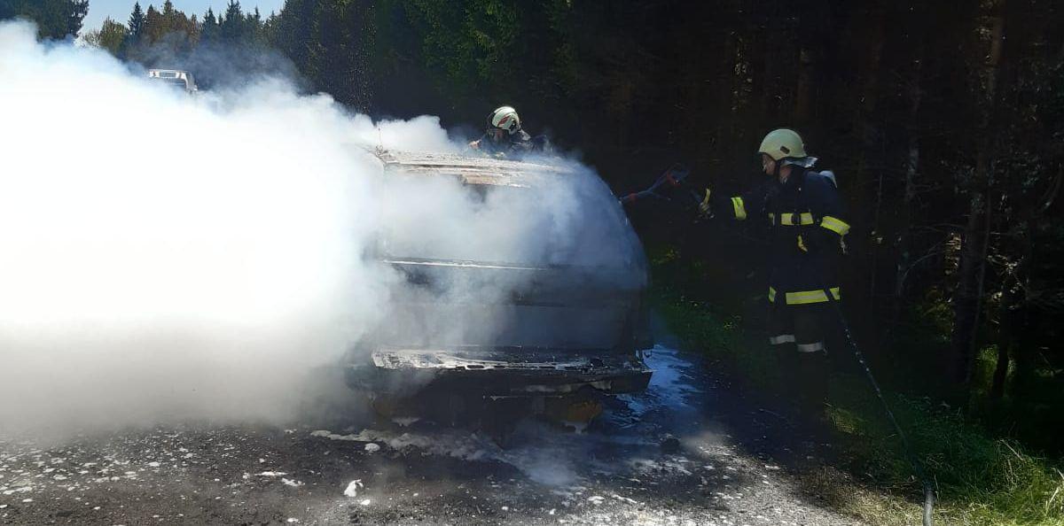 Fahrzeugbrand in Schwarzmoos